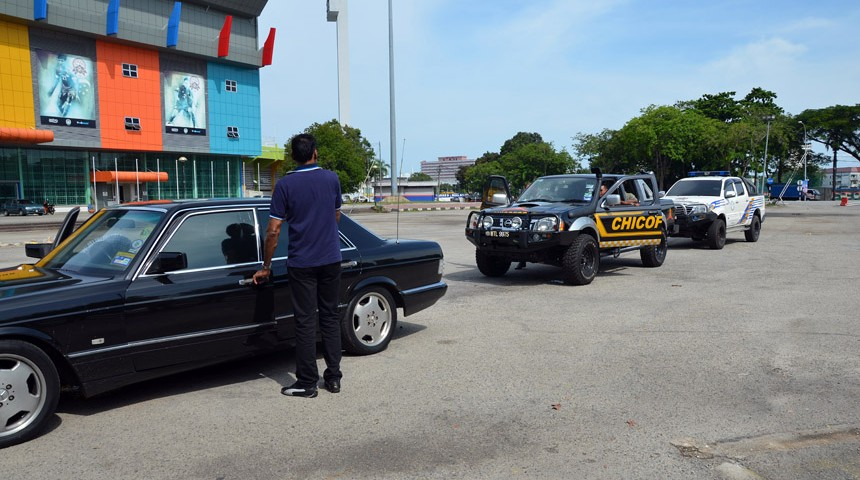 personal protection officer giving instructions to move off
